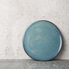 Piękny ceramiczny talerzyk na ciasto. Talerz ma 14 cm średnicy, i przepiękny niebieski kolor.