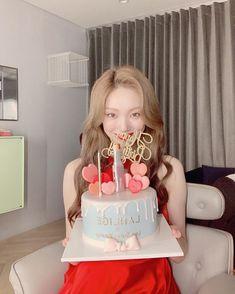 🍭 Korean Actresses, Korean Actors, Lee Sung Kyung, Bok Joo, Joo Hyuk, Yg Entertainment, Kpop Girls, Kdrama, Birthday Cake