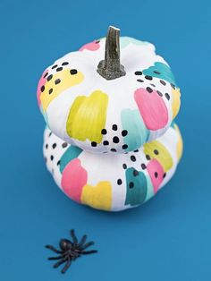 The best DIY projects & DIY ideas and tutorials: sewing, paper craft, DIY. Diy Crafts Ideas Put Down the Knife: Creative Painted Pumpkin Ideas for Halloween -Read Spooky Halloween, Fete Halloween, Halloween Porch, Halloween Pumpkins, Halloween Crafts, Halloween Decorations, Halloween 2020, Halloween Countdown, Halloween Inspo