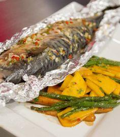 Dominika Słowik: Makrela pieczona w papilocie z tajską sałatką z mango, fasolki…