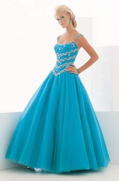 I love blue but i am not a fan of dresses this changed my mind right away!! <3