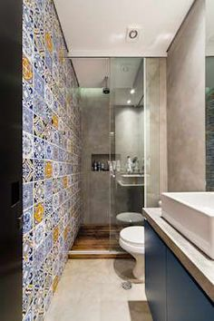 Small modern bathroom with big shower and multi coloured turkish inspired tile wall. Blue vanity with free standing sink. By: Arquitetura Bathroom Layout, Modern Bathroom Design, Bathroom Interior, Bathroom Ideas, Bathroom Organization, Bathroom Designs, Minimal Bathroom, Bathroom Storage, Long Narrow Bathroom