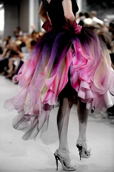 Christian Dior ~ Haute Couture Fall/Winter Looks just like Marie Osmond's purple and pink number in the Dior Haute Couture, Christian Dior Couture, Style Couture, Couture Fashion, Runway Fashion, Fashion Details, Look Fashion, High Fashion, Fashion Design