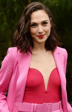 Wonder Woman star Gal Gadot made another dazzling appearance in a pink pantsuit and bustier at the Palms Springs International Film Festival. The action actress wowed in her bold and playful look. Beautiful Celebrities, Beautiful Actresses, Beautiful People, Gal Gardot, Gal Gadot Wonder Woman, Woman Crush, Hollywood Actresses, Celebs, Glamour