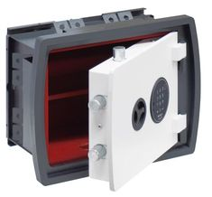 Lorica Più offre une résistance élevée en cas d'effraction avec un disque de coupe, ce qui rend peu probable l'ouverture de la porte par une attaque frontale, même avec des outils de coupe professionnels.