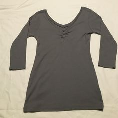 "Guess v-neck t-shirt, 3/4"" sleeve Guess v-neck t-shirt with 3/4"" sleeves. 3 decorative buttons on front. Grey. Size S.  Excellent condition. Very pretty top, Guess Tops Tees - Short Sleeve"