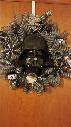 DARTH VADER WREATHE Star Wars Christmas Decorations, Star Wars Christmas Tree, Darth Vader Christmas, Christmas Themes, Christmas Wreaths, Star Wars Crafts, Star Wars Decor, Star Wars Birthday, Star Wars Party