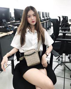 Image may contain: 1 person Pretty Asian Girl, Sexy Asian Girls, Beautiful Asian Girls, Gorgeous Women, Model Girl Photo, Cute Girl Photo, Cute Young Girl, Cute Girls, Myanmar Women