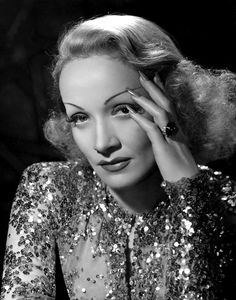 Vintage Movie Star Photos: The Great Hollywood Photographer Clarence Sinclair Bull -- Marlene Dietrich Hollywood Stars, Hollywood Icons, Old Hollywood Glamour, Golden Age Of Hollywood, Vintage Glamour, Vintage Hollywood, Classic Hollywood, Vintage Nails, Vintage Models