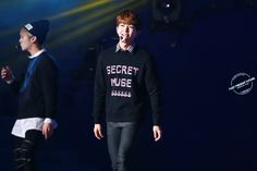 141006 Onew in SHINee's concert.