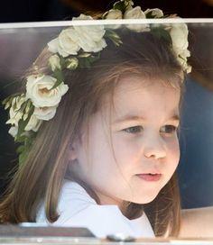 A fofura e simpatia da Princesinha Charlotte. #PrincessCharlotte #royalwedding #royalfamily #royals #meghanandharry