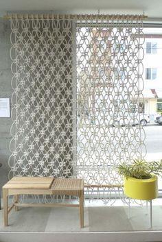 Cloison amovible, séparateur de pièce et alternatives- rideau en macramé