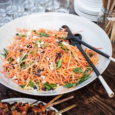moroccan carrot salad Feta and a spicy lemony dressing perk up a classic carrot-raisin salad. Carrot Recipes, Sausage Recipes, Healthy Recipes, Carrot Dishes, Easy Recipes, Thanksgiving Salad, Thanksgiving Recipes, Picnic Salad Recipes, Moroccan Carrots