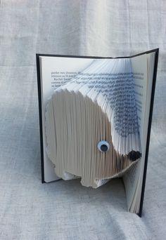 Livre plié.Livre objet décoratif. Lulu le hérisson pliage origami en livre recyclé