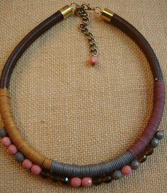 collar cuero regaliz y facetadas cristal