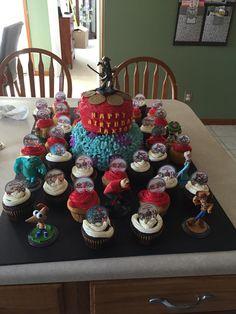 Disney infinity cake and cupcakes