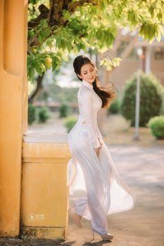 愼 ☼ ριητεrεsτ policies respected.( *`ω´) If you don't like what you see❤, please be kind and just move along. Vietnamese Clothing, Vietnamese Dress, Vietnamese Traditional Dress, Traditional Dresses, Ao Dai, Vietnam Girl, Mein Style, Beautiful Asian Women, Sexy Asian Girls