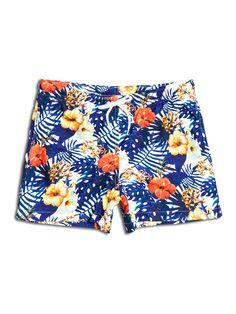 SOLOiO Bañador estampado con diseño tropical, de fondo blanco, con flores en color coral y hojas verdes. Dos bolsillos laterales y cinturilla elástica. www.soloio.com  #shoponline #SOLOiO #SOLOiOmare #menswimsuit #swimshort #bañador #print #tropical #menstyle #menfashion #summerlook #dapper #dapperman #costumedabagno #swimsuit