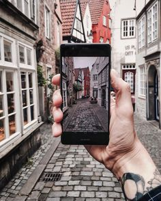 Yesterday I had the chance to test the new #HuaweiP9 with its two Leica lenses in the alleys of Bremen. Many thanks to @huaweidach! #OO #sponsored by eskimo