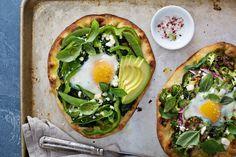 Pizza cu guacamole, o noua combinatie cu avocado - Andreea Raicu Healthy Egg Recipes, Egg Recipes For Breakfast, Breakfast Pizza, Healthy Dinner Recipes, Healthy Pizza, Healthy Eating, Egg Pizza, Pizza Dough, Fruit Crumble