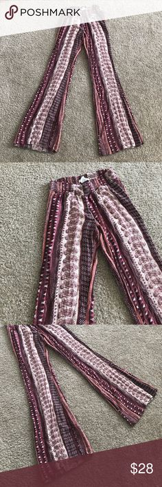 Billabong bohemian beach pants Adorable maroon, brown, tan colored beach pants from Billabong! Elastic waistband for comfortable fit. A little more wide flare at bottom of pants. Size medium but fit a little bit smaller! S/M Billabong Pants