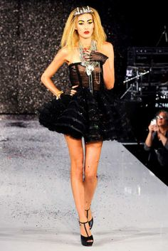 See the entire collection from the Betsey Johnson Spring 2013 Ready-to-Wear runway show. Disco Fashion, Fashion Show, Dress Me Up, Leather And Lace, Betsey Johnson, Ready To Wear, Runway, Cute Outfits, Spring