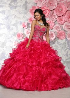 Q by DaVinci Style 80294 Two piece sweetheart strapless gown featuring swirl pattern beading along bodice. Shimmer organza skirt has layered ruffles and corset back. Popular Dresses, Nice Dresses, Girls Dresses, Quinceanera Dresses 2016, Quinceanera Ideas, 15 Birthday Dresses, Affordable Wedding Dresses, Tulle Dress, Prom Dress