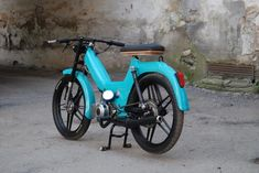 Puch Maxi S is the single speed full suspension model of the Maxi line. This Maxi came with chrome front fender and 5 star mag wheels. Moped Motor, Triumph Motorcycles, Custom Motorcycles, Cars And Motorcycles, Custom Moped, Custom Bikes, Puch Maxi S, Puch Moped, Moped Bike