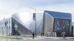 ART.WORLD is proud to be an official media partner of the newly re-opened Berkeley Art Museum & Pacific Film Archive @bampfa - pictured here is the landmark new building designed by  the firm Diller Scofidio  Renfro which was opened with the exhibition Architecture of Life. Follow BAMPFA now at www.art.world #artdotworld #bampfa #architectureoflife #dillerscofidiorenfro (photo: Iwan Baan. Courtesy Diller Scofidio  Renfro and EHDD) by artdotworld
