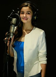 #AliaBhatt sings for her upcoming movie Highway!