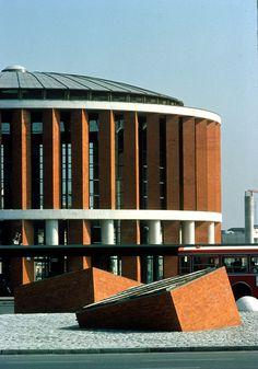 Rafael Moneo | The Pritzker Architecture Prize - Atocha Station, Madrid, Spain, 1992 Spanish Architecture, Contemporary Architecture, Architecture Details, Interior Architecture, Round Building, Brick Building, Beautiful Buildings, Deconstructivism, Arquitetura