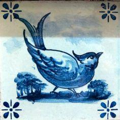 Azulejos na minha Terra Delft Tiles, Russian Folk Art, Portuguese Tiles, Ceramic Birds, Tile Patterns, Surface Design, Moose Art, Old Things, Blue And White
