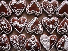 Gingerbread hearts from Slovakia - Pepparkakshjärtan från Slovakien Ginger Cookies, Iced Cookies, Cute Cookies, Cookies Et Biscuits, Cupcake Cookies, Sugar Cookies, Cupcakes, Valentines Day Cookies, Holiday Cookies