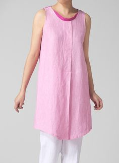 Loose fitting sheer sleeveless blouse in a brilliant color combination. Elegant, casual, relaxed silhouette thanks to its two-tone design.