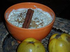 Mankas Abendessen im Zeichen der Quitte: Quittenkompott, Sojajoghurt und glutenfreie Haferflocken  http://intolerantinfo.blogspot.de/2012/11/vegan-glutenfree-wednesday_7.html
