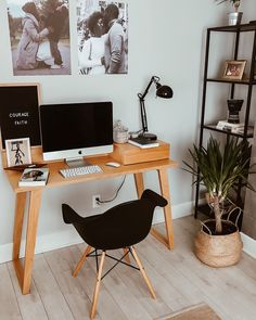 How to fit your home office in a small space 🙌🏾 love the desk's mid-century design. #homeoffice #homedecor #nordicdesig.