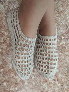 Crochet Boots, Crochet Art, Crochet Slippers, Crochet Motif, Crochet Clothes, Crochet Patterns, Crochet Slipper Pattern, Knit Cardigan Pattern, Shoe Art