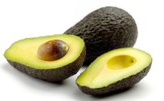 These avocado recipes are amazing for your hair & skin. Seriously! #DIY