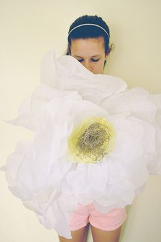 Cool blog with good decorating DIY shit. Love these giant flowers