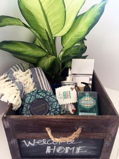 How To Create A Traditional Housewarming Gift Basket Hotes Et Cadeau
