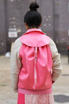 pink backpack and shirt for women, contemporary fashion, fashion design Source by danasabagi pink Top Fashion, Fashion Mode, Sport Fashion, Fashion Details, Womens Fashion, Fashion Design, Fashion Trends, Looks Style, My Style