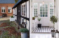 1700-talsgården var mörk och murrig, men när de nya ägarna flyttade in lät de svart och vit inredning löpa som en tråd genom hela huset.