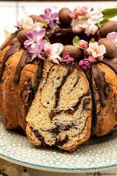 GUGULUF FANTEZIE CU NUCA SI CACAO | Diva in bucatarie Muffin, Bread, Breakfast, Cake, Desserts, Food, Morning Coffee, Tailgate Desserts, Deserts