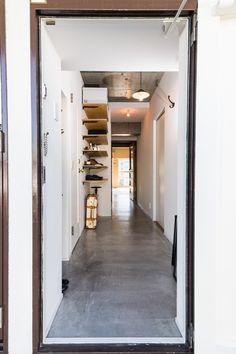 玄関、モルタル、床、土間、廊下、可動棚、マンション、リノベーション