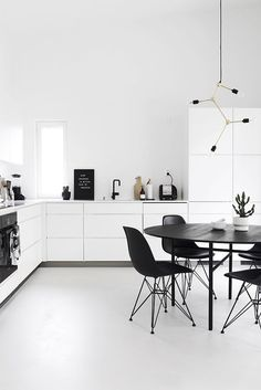 To improve the interior of your home, you may want to consider doing a kitchen remodeling project. This is the room in your home where the family tends to spend the most time together. If you have not upgraded your kitchen since you purchased the home,. Modern Lighting Design, Modern Interior Design, Interior Design Kitchen, Simple Kitchen Design, Minimal Kitchen, 2018 Interior Trends, Black And White Furniture, Home Decor Kitchen, Kitchen Ideas