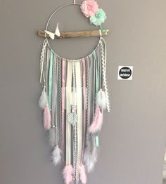 Dream catcher in driftwood and butterfly, beige, mint and powder pink – DIY Crafts Dream Catcher Boho, Dreams Catcher, Diy Dream Catcher For Kids, Dream Catcher Mobile, Dream Catcher Wedding, Making Dream Catchers, Lace Dream Catchers, Flower Places, Fleurs Diy