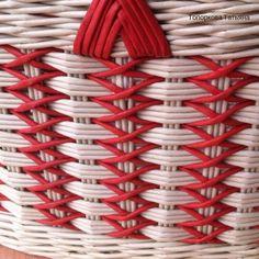 Плетёнки. Изделия из бумажной лозы. Art N Craft, All Craft, Newspaper Art And Craft, Pine Needle Crafts, Basket Weaving Patterns, Corn Husk Dolls, Paper Weaving, Vintage Baskets, Paper Basket