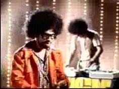 Sr Tempo bom. (Thaíde e Dj Hum) Musica que cita várias referências do movimento Black power brasileiro.