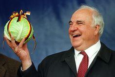 Mantan Kanselir Jerman Helmut Kohl wafat : Mantan Kanselir Jerman Helmut Kohl wafat di kediamannya di Ludwigshafen Jerman pada Jumat (16/6) dalam usia 87 tahun.