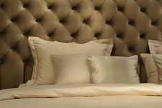 #boxspring #bed #decoration #decor #bedding #beddecor #interiordesign #design #bedroominspo #bedroominspiration #beds #headboard Bedroom Inspo, Beds, Bed Pillows, Pillow Cases, Interior Design, Modern, Home, Decor, Pillows